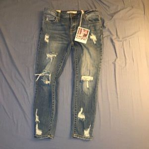 NWT Distressed skinny jeans